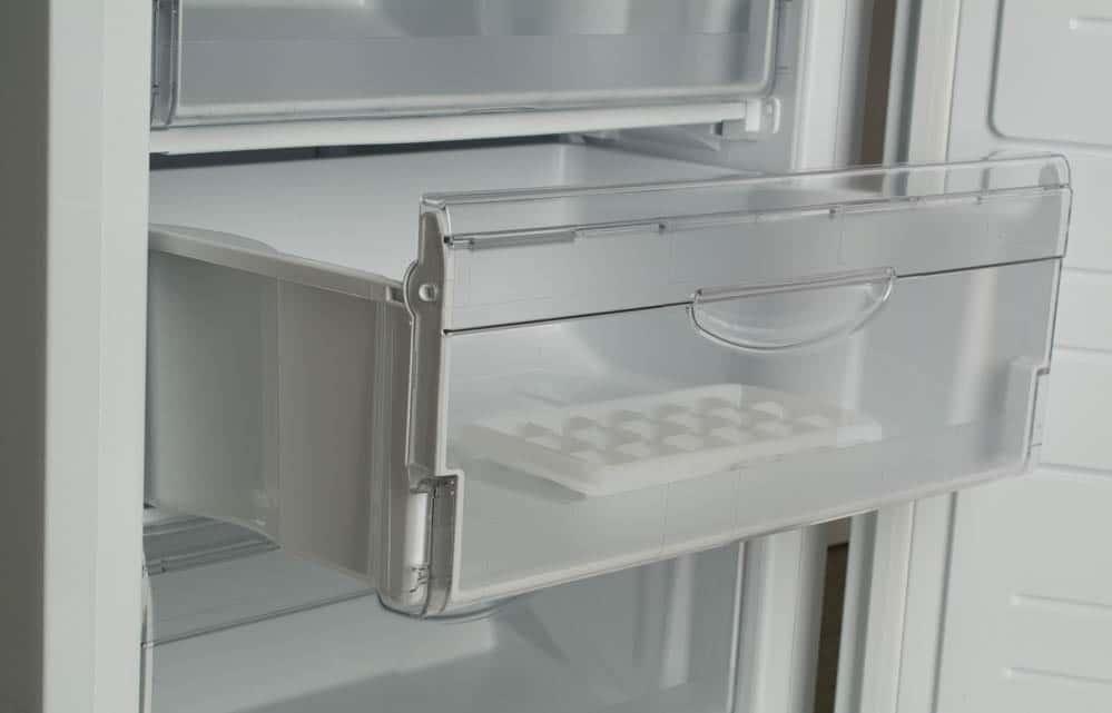 Прочные выдвижные ящики холодильника Атлант XM 6023 031