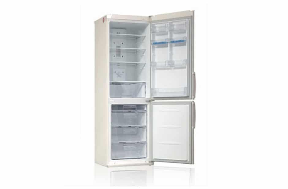 Открытый и пустой холодильник LG GA B409UEQA