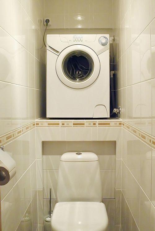 Установка СМА над унитазом в туалете