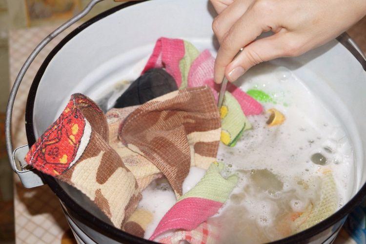 Стирка кухонных полотенец хозяйственным мылом