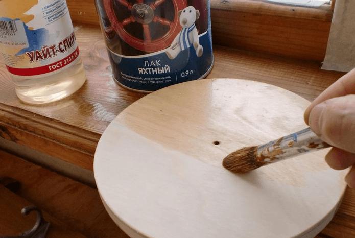 Лакировка поверхности гончарного круга