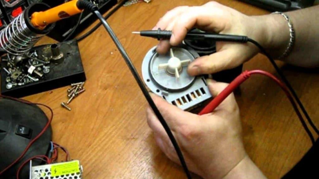 Тестирование сливного насоса мультиметром