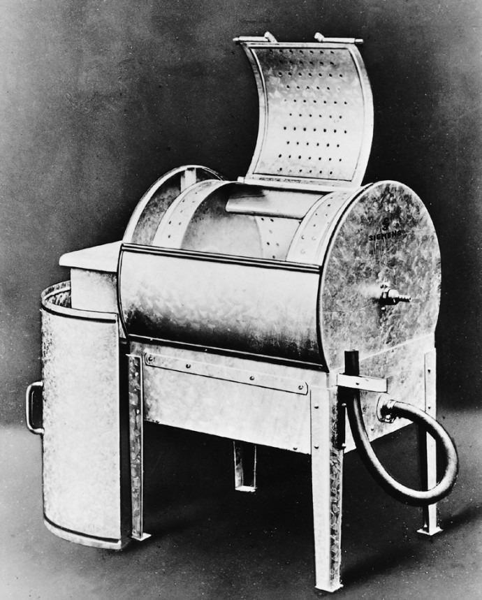 Первая стиральная машина с двигателем