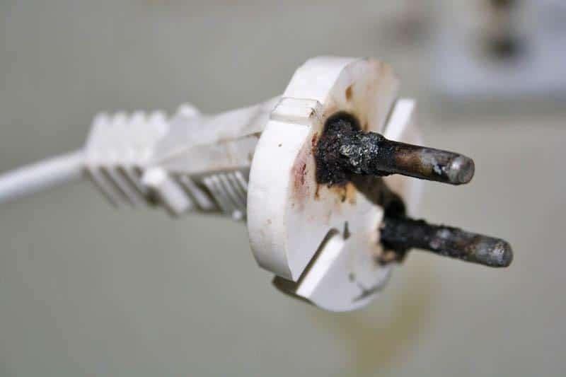 Обгоревшая электровилка