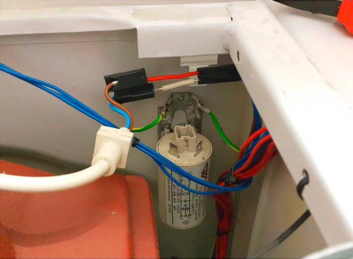 Осмотрите фильтр и проводку перед демонтажом