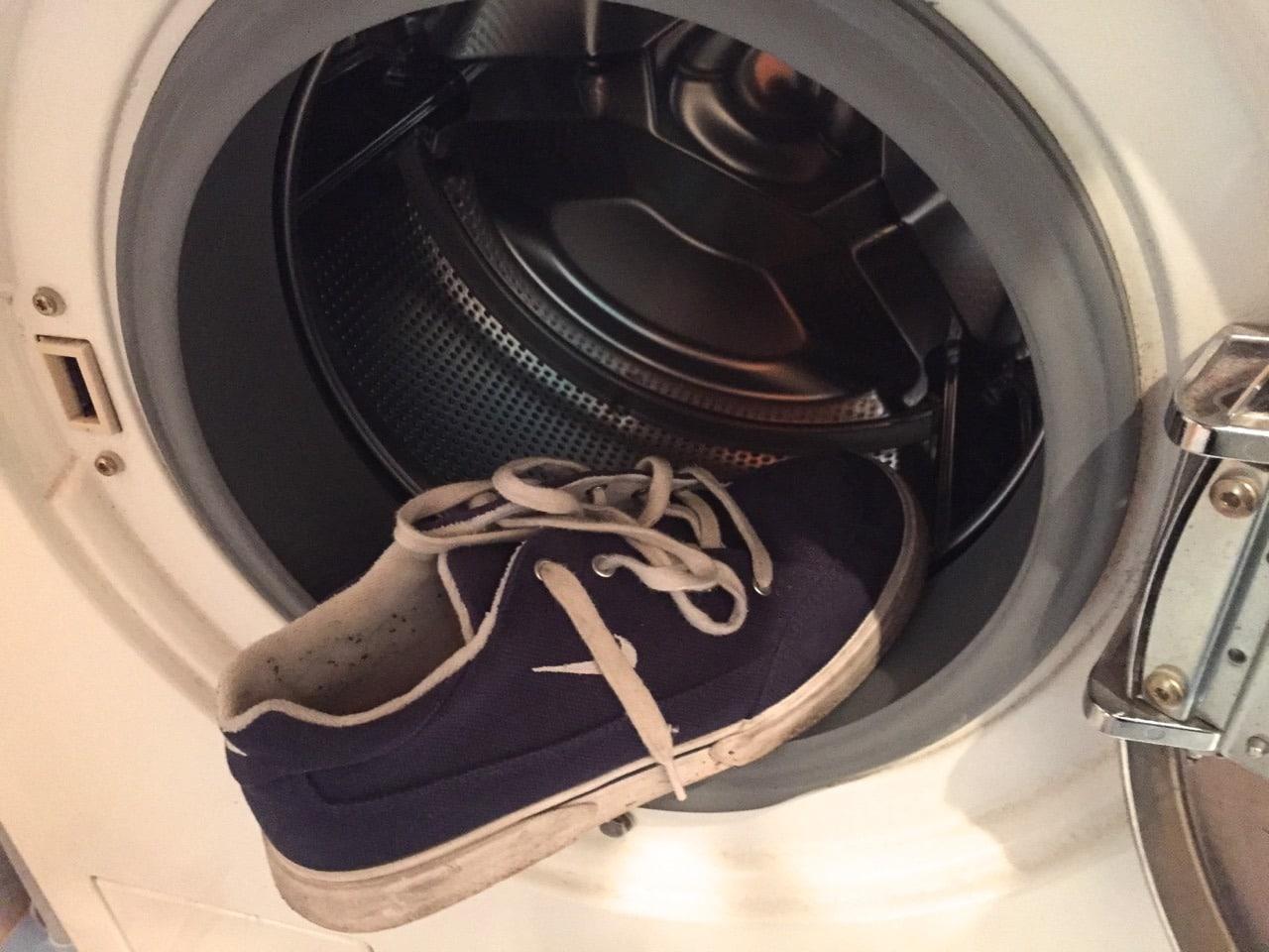 Стирка обуви в СМА имеет свои особенности