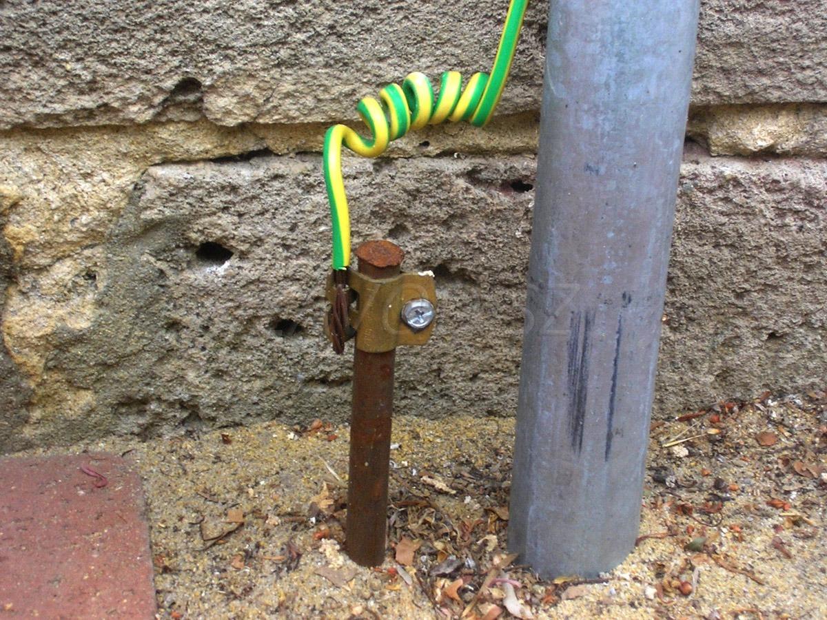Штырь и кабель заземления