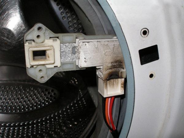 Демонтаж устройства блокировки люка СМА