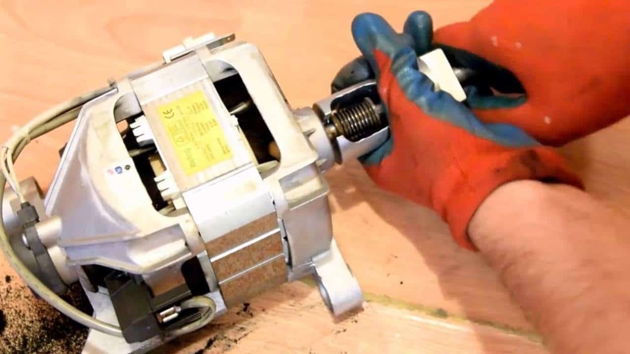 Демонтаж шкива двигателя СМА съемником