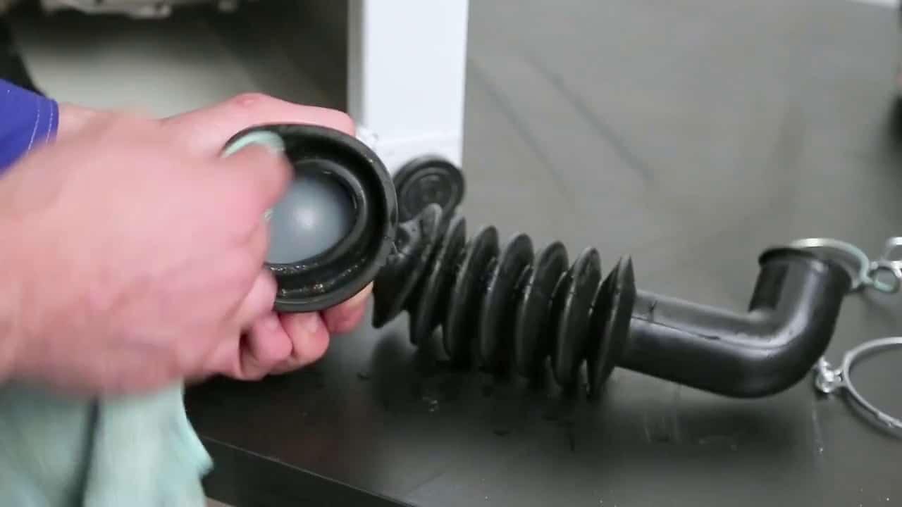 Чистка сливного патрубка СМА