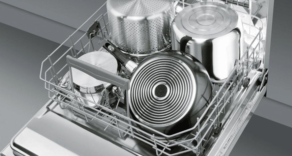 Посуда после мытья в ПММ