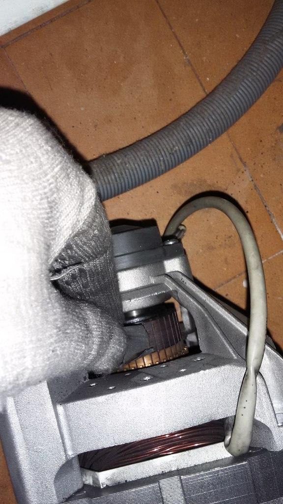 Чистка коллектора ротора двигателя