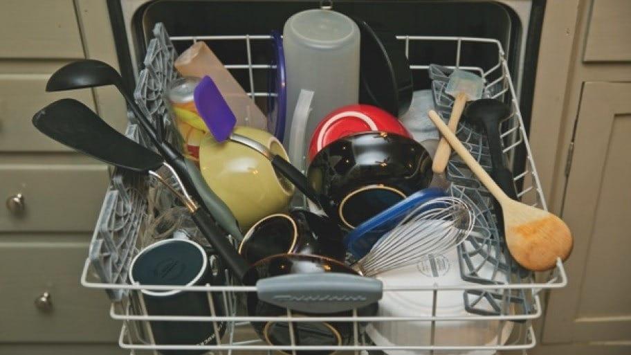 Посуда перед мытьем в ПММ