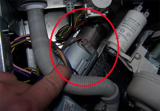 Место установки проточного ТЭНа посудомоечной машины