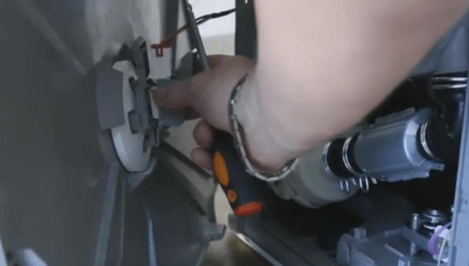 Отключение проводки поплавкового датчика