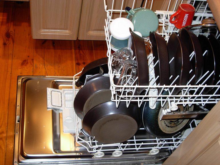 Плохо вымытая посуда в ПММ