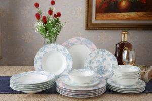 Чистая фарфоровая посуда