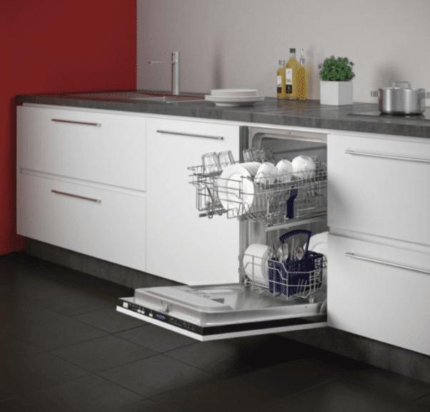Узкая ПММ в интерьере кухни