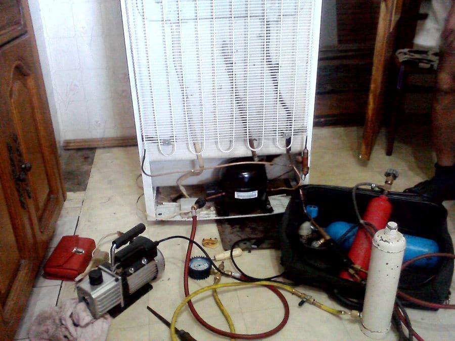 Перезарядка фреоном морозильной камеры