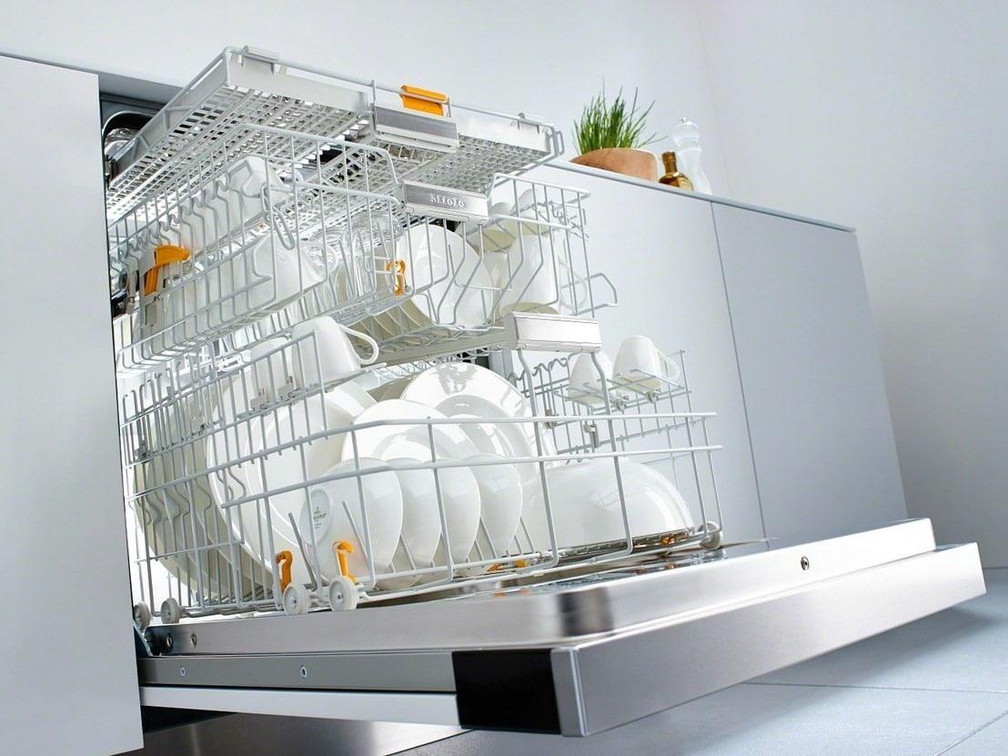Посуда в корзине ПММ