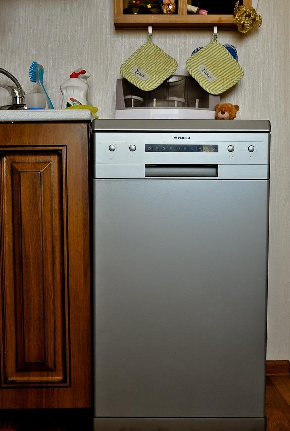 Посудомоечная машина в кухонном интерьере