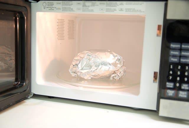 Блюдо в фольге в СВЧ