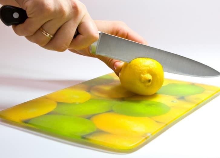 Лимон поможет в очистке и избавлении от запаха