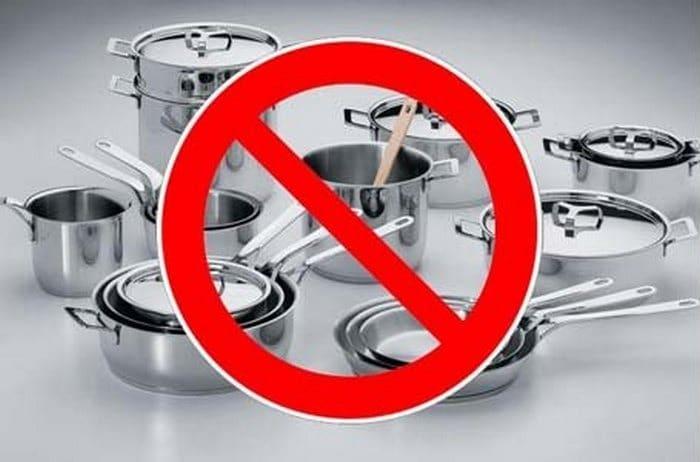 Металлическая посуда запрещена в СВЧ