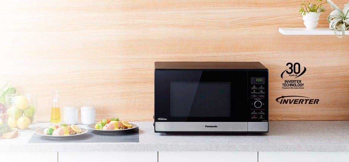 СВЧ Panasonic NN-GD39HS в интерьере кухни