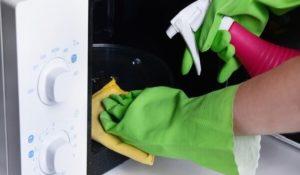 Чем и как отмыть микроволновку?
